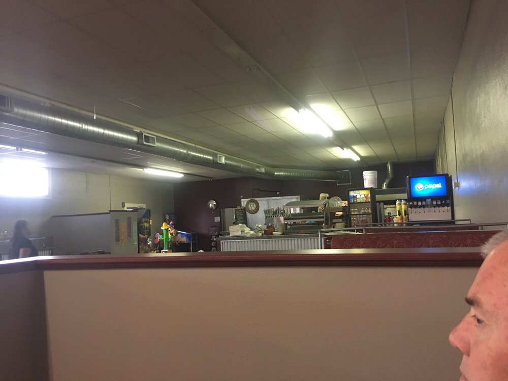 Ruszoni's Pizzeria: 540 State St, Weiser, ID