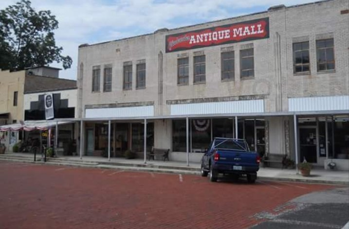 Gladewater Antique Mall: 100 E Commerce Ave, Gladewater, TX