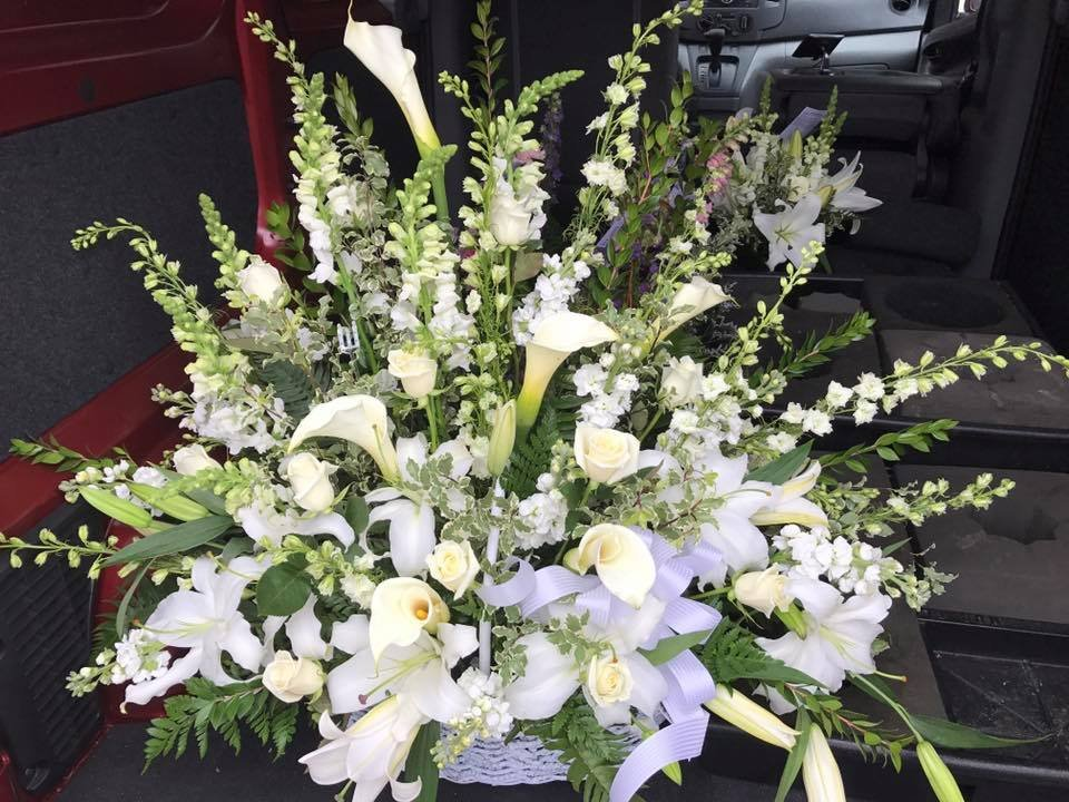 Muzik's Floral & Gifts: 1770 Pine Hollow Rd, McKees Rocks, PA