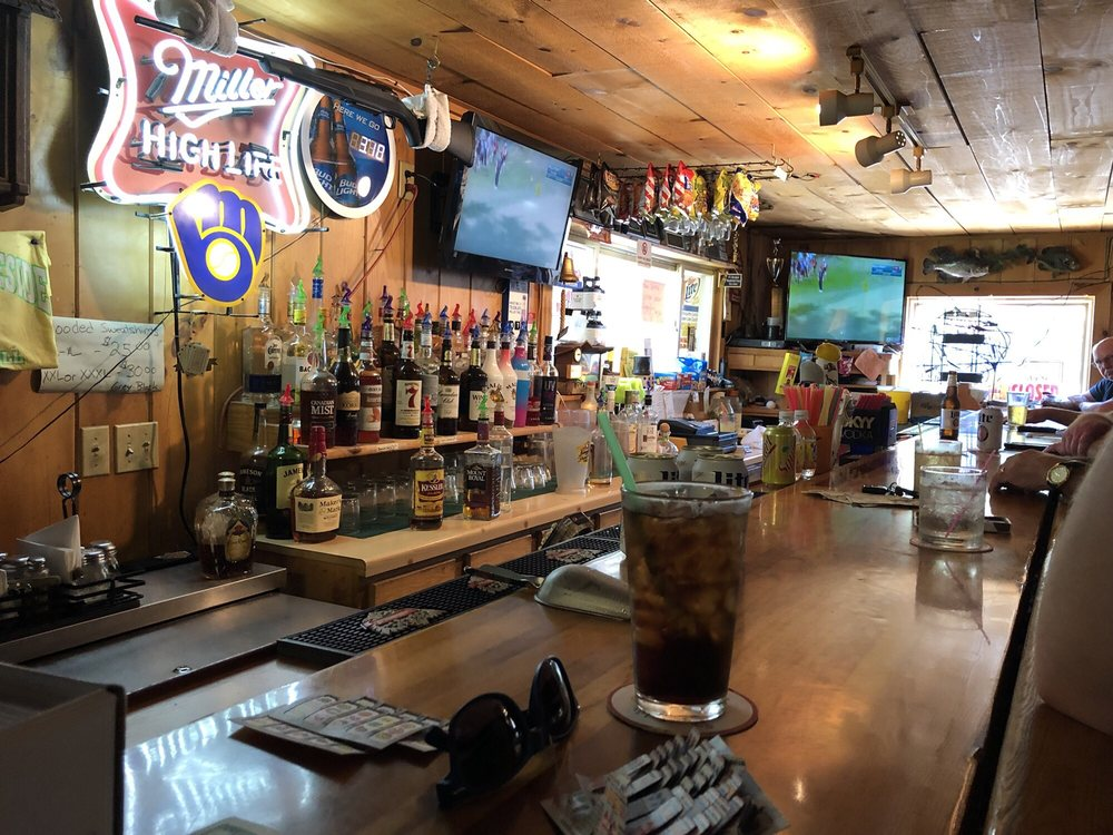 Drews Lakeside Bar and Grill: 219 W Water St, Montello, WI