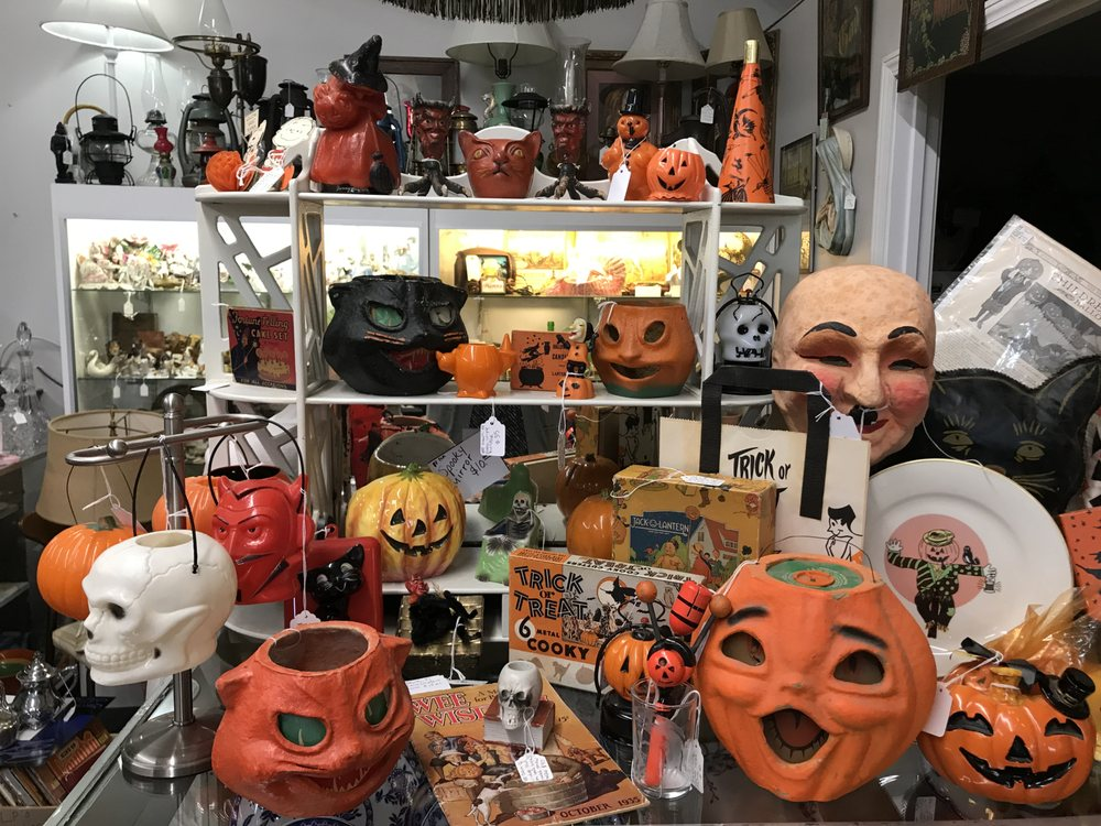 Nanni's Over The Fence Antiques: 3747 N Frontage Rd, Michigan City, IN