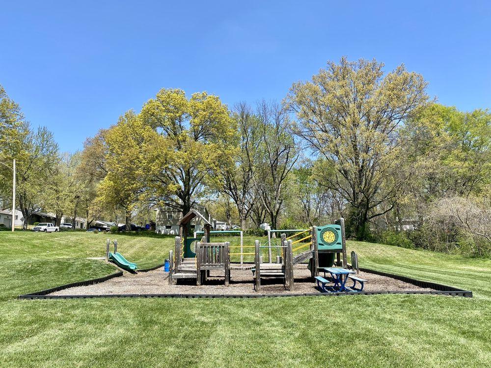 Little Gully Park: NE 59th St & N Park Ave, Gladstone, MO