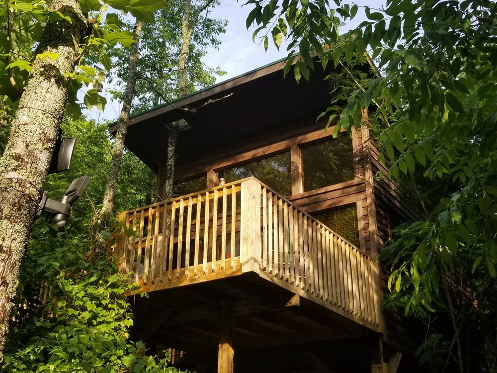 River's Edge Treehouse Resort: 195 Old Hwy 129, Robbinsville, NC