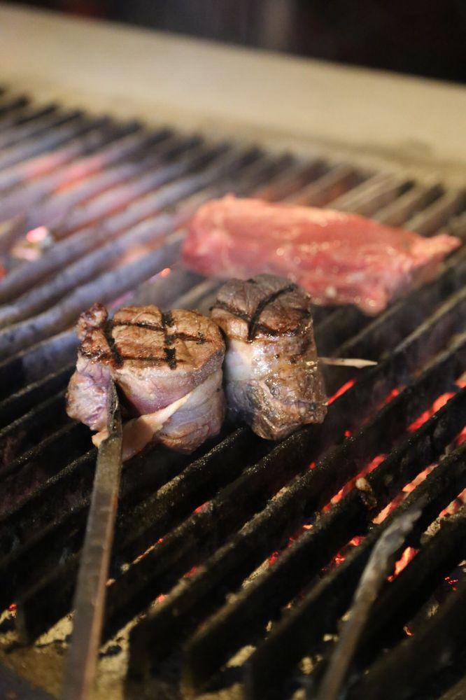 Como Steak House: 203 N Main St, Como, MS