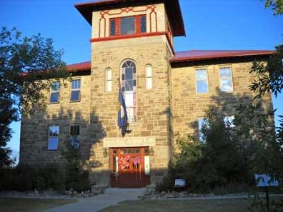 Stone School Inn Bed & Breakfast: 820 3rd St, Valier, MT