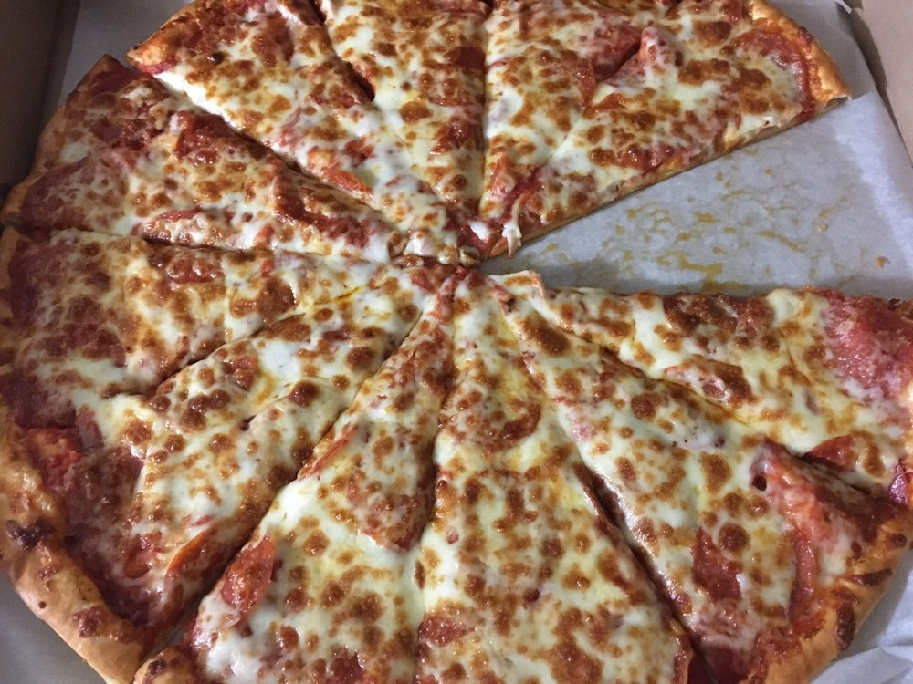Thatzza Pizza: 20 6th Ave SW, Aberdeen, SD