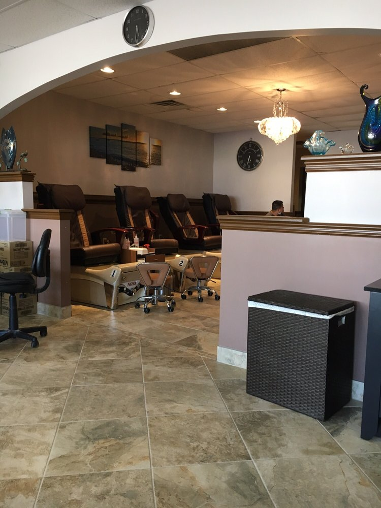 Hot Nails and Spa: 13328 Lincoln Plz, Cedar Lake, IN