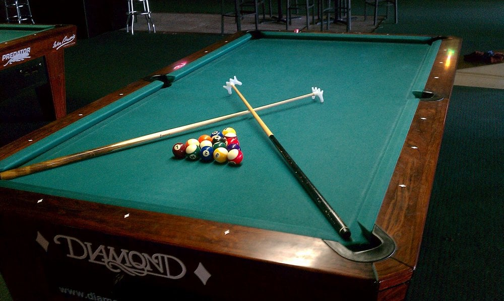 carom billiards How to play billiards billiards games are divided into 2 types: carom billiards, played on a pocketless table in which the object is to bounce the cue ball off other.