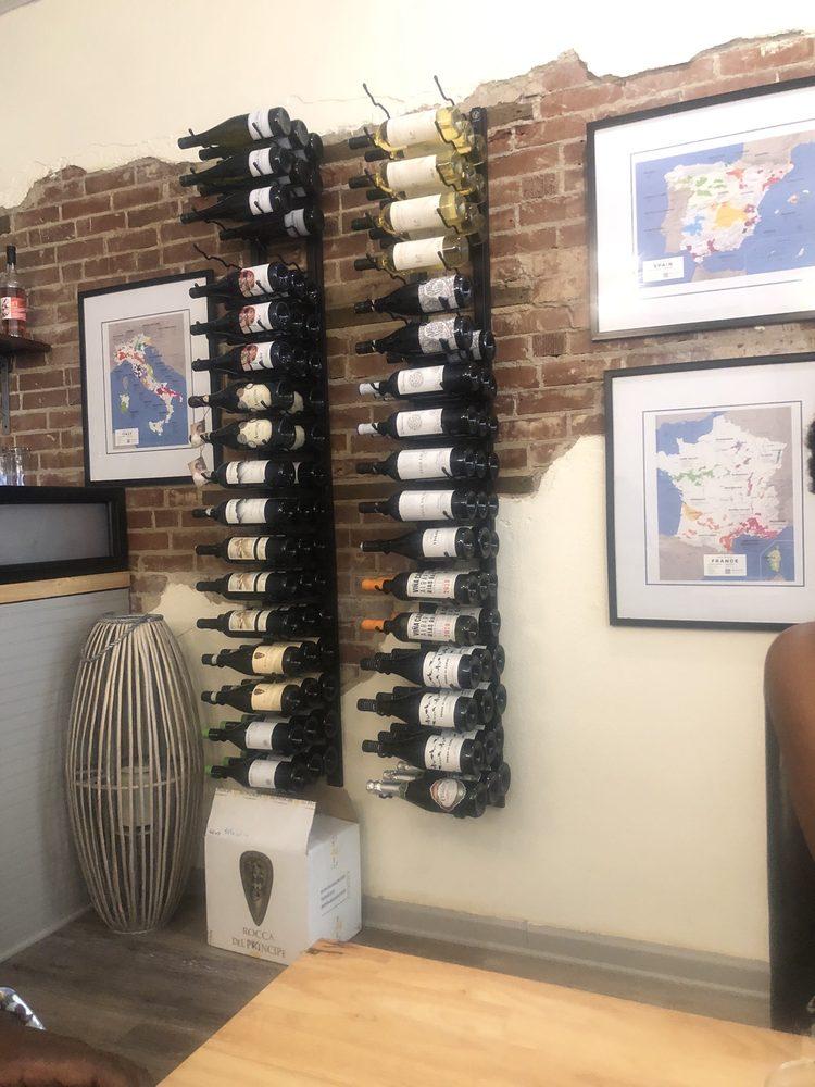 Solo Vino Wine Parlor: 200 Park Ave SW, Aiken, SC