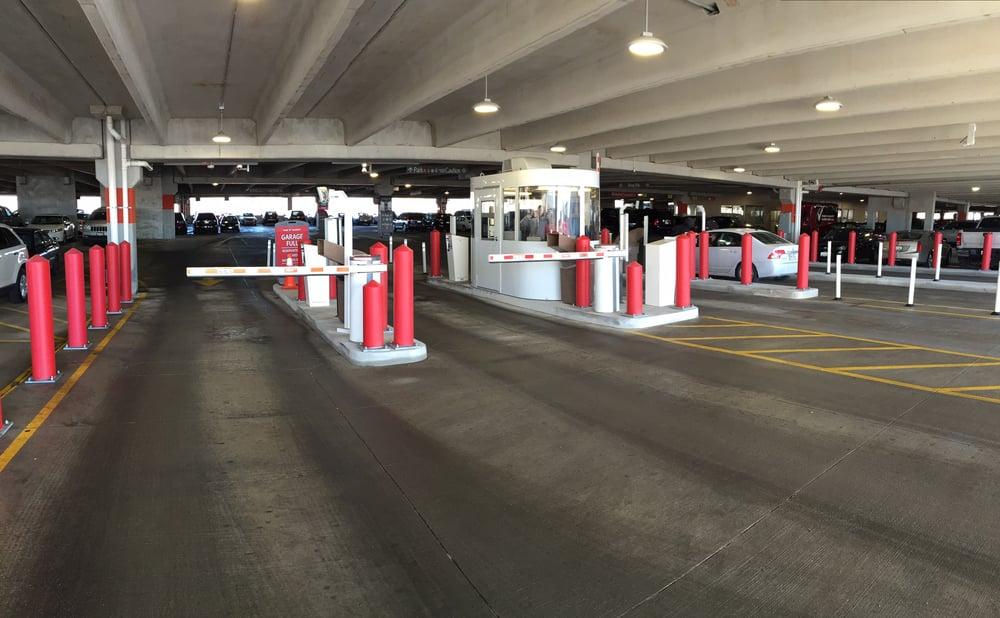 PreFlight Airport Parking: 4155 Mannheim Rd, Schiller Park, IL