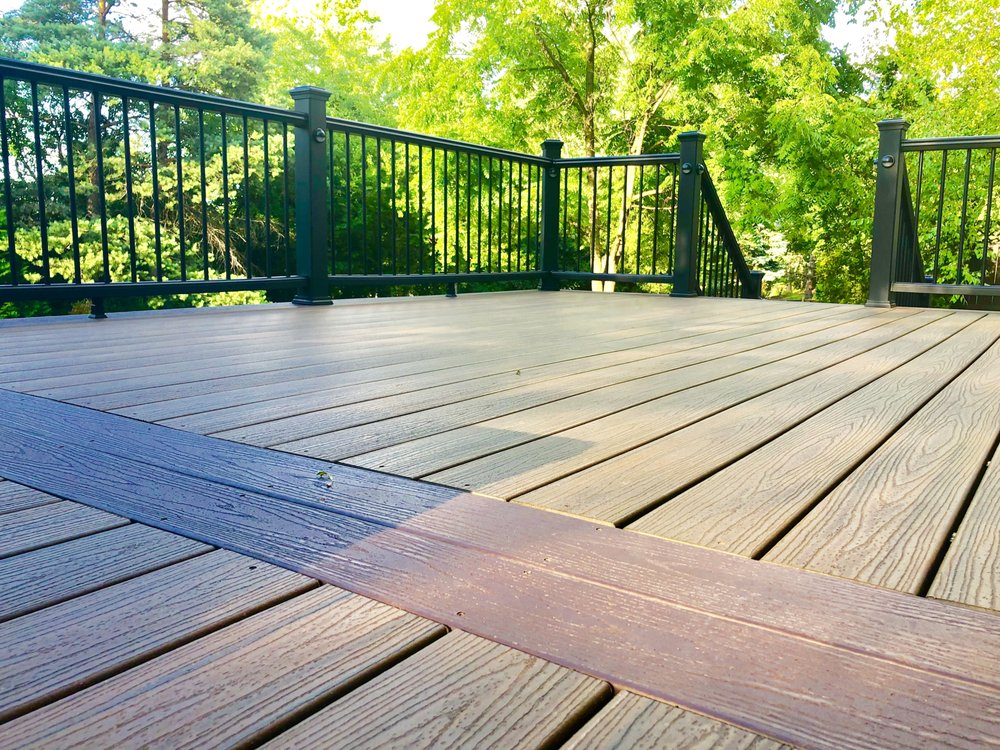 Platinum Decking: 1025 Oakland Dr, Barrington, IL