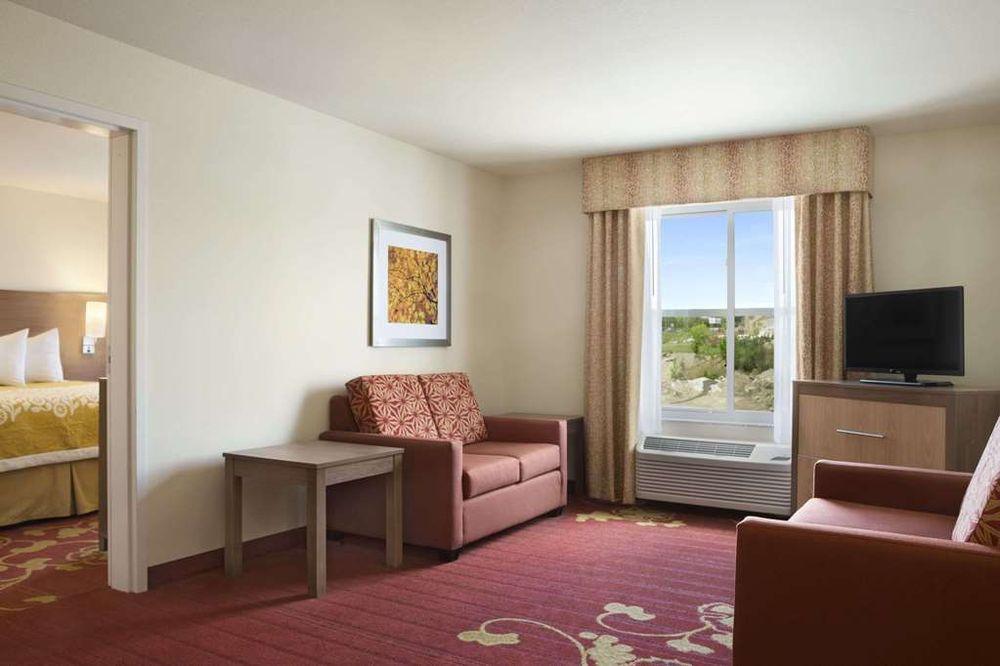 Days Inn & Suites by Wyndham Belmont: 66774 Belmont Morristown Road, Belmont, OH