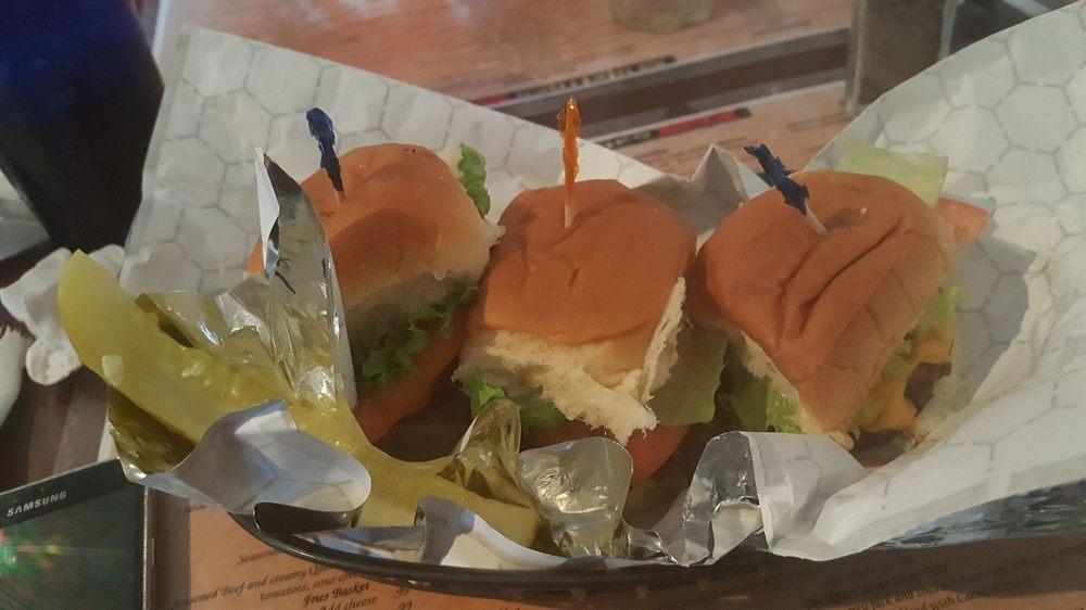 Sidelines Sports Bar & Grill: 16 Ivy Ridge Ln, Fishersville, VA