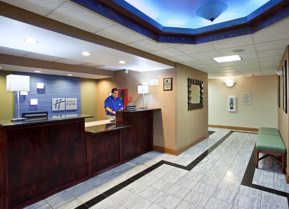 Holiday Inn Express & Suites St. Clairsville: 51654 National Rd E, St. Clairsville, OH