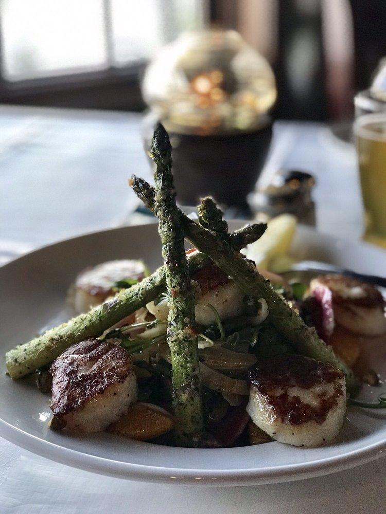 Donny's Glidden Lodge Restaurant: 4670 Glidden Dr, Sturgeon Bay, WI