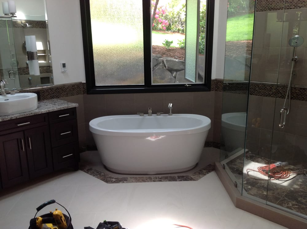 Nice Maax pedestal tub with internal waste and overflow, tub filler ...
