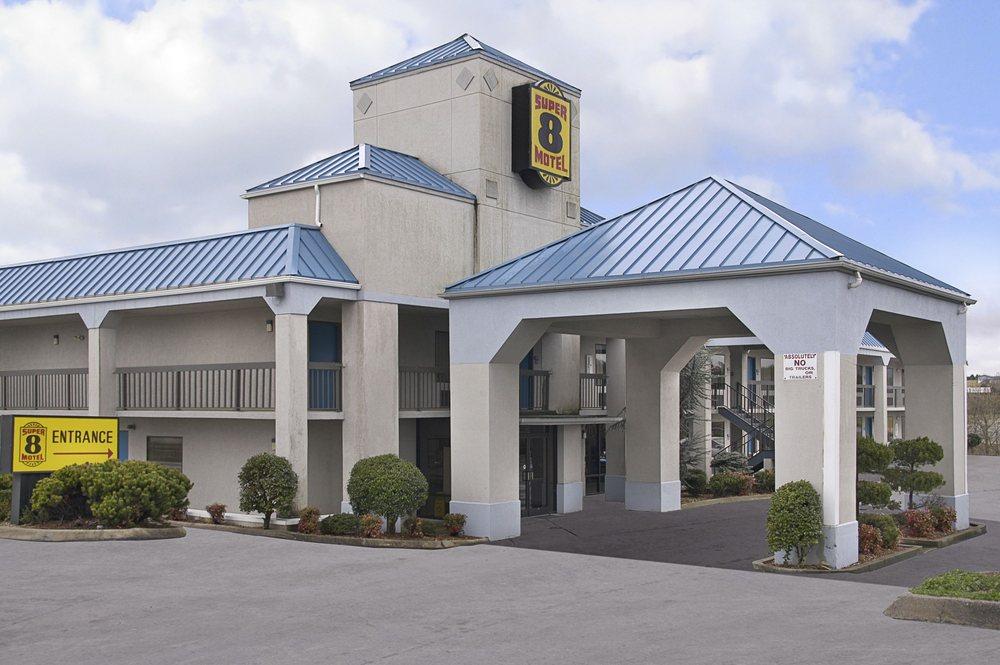 Super 8 by Wyndham Bulls Gap Greeneville Area: 90 Speedway Lane, Bulls Gap, TN