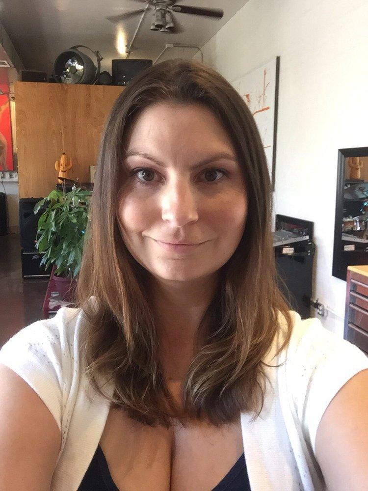 Salvador calvano hair 30 photos coiffeurs salons de for Samantha oups au salon de coiffure