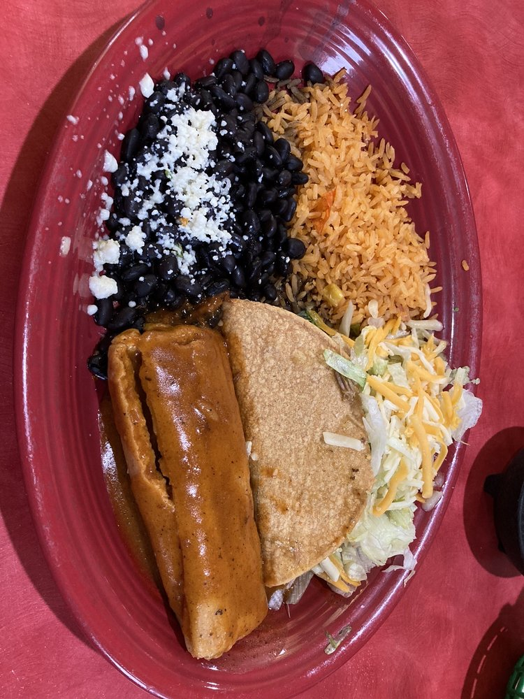 Los Cabos Family Mexican Restaurant: 583 12th St W, Dickinson, ND