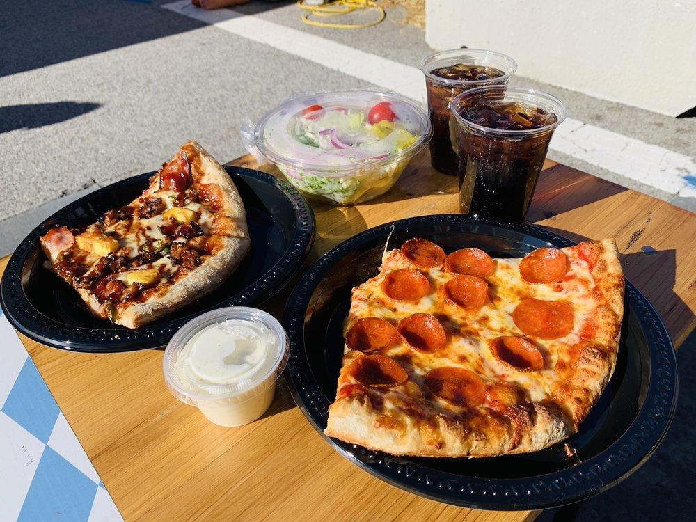 Bennie's Pizza Pub: 124A E Main St, Belleville, IL