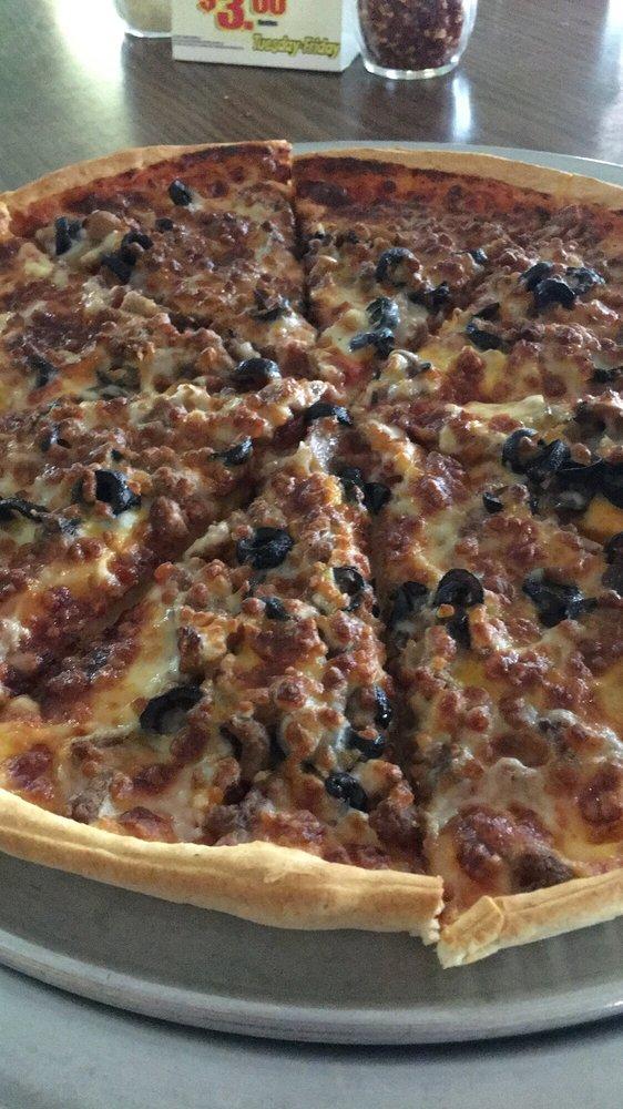 Romano's Pizza: 1000 E 10th St, Kinsley, KS