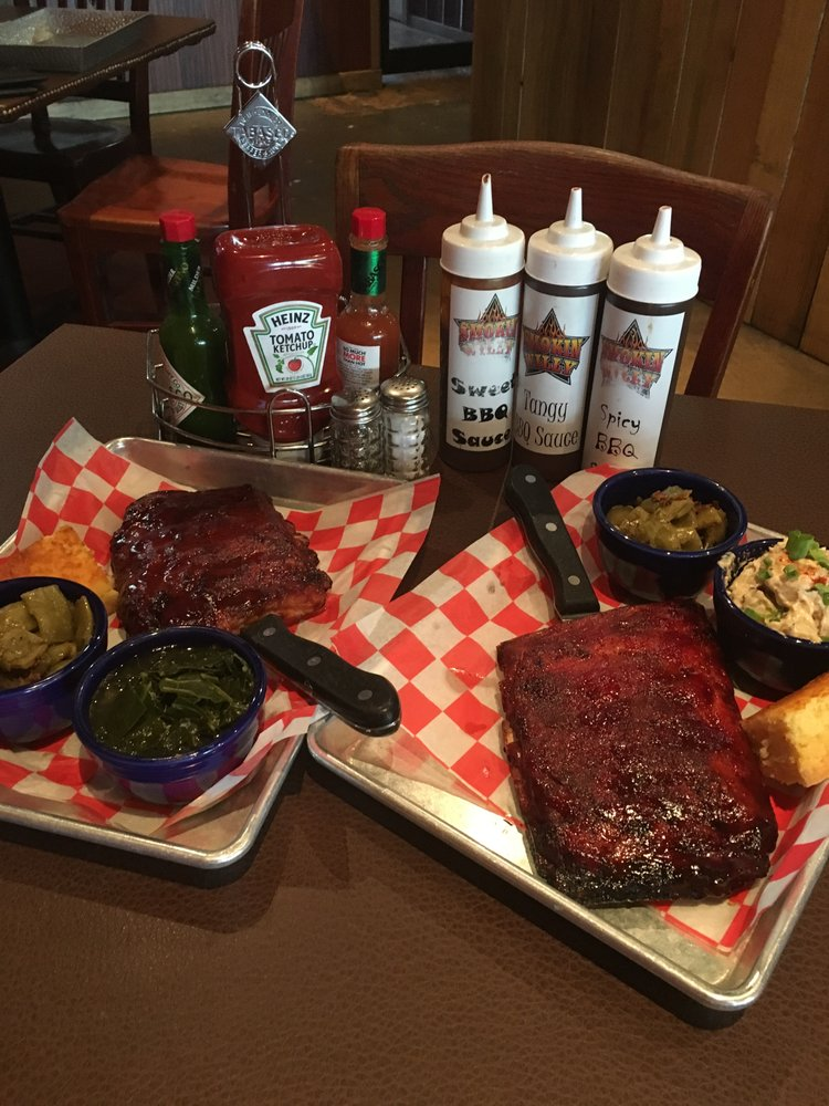 Smokin Willy BBQ: 201 N Maple Ave, Purcellville, VA