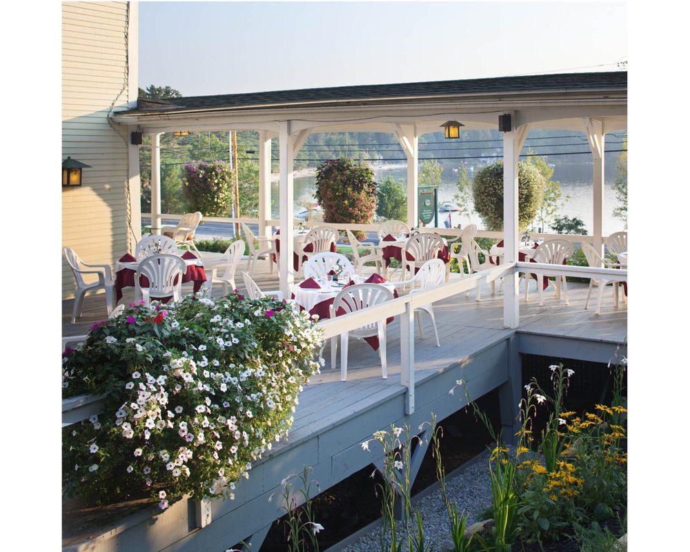 Pasquaney Restaurant & Wild Hare Tavern: 1030 Mayhew Tpke, Bridgewater, NH
