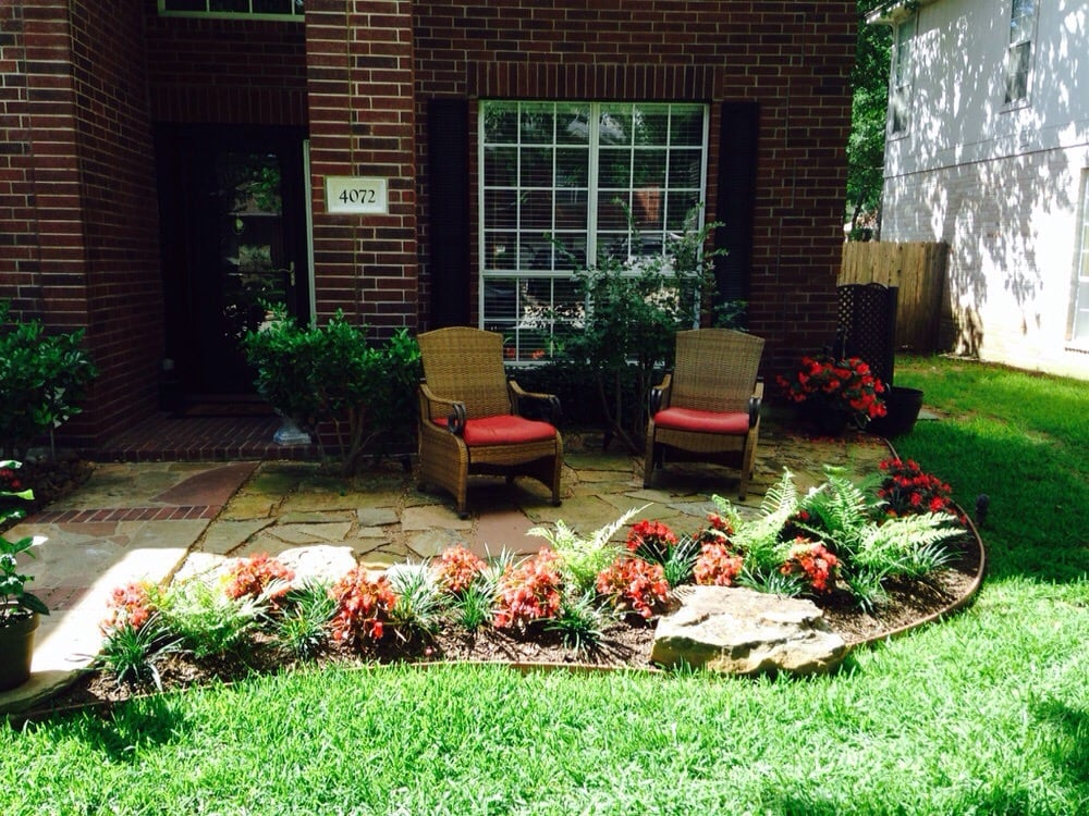 Front yard sitting area by dan becnel landscape architect for Landscaping a small area in front of house
