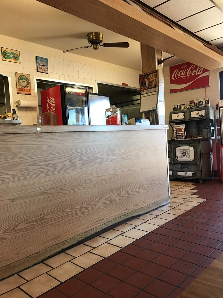 Strate's Country Kitchen: E Hwy 50, Kinsley, KS