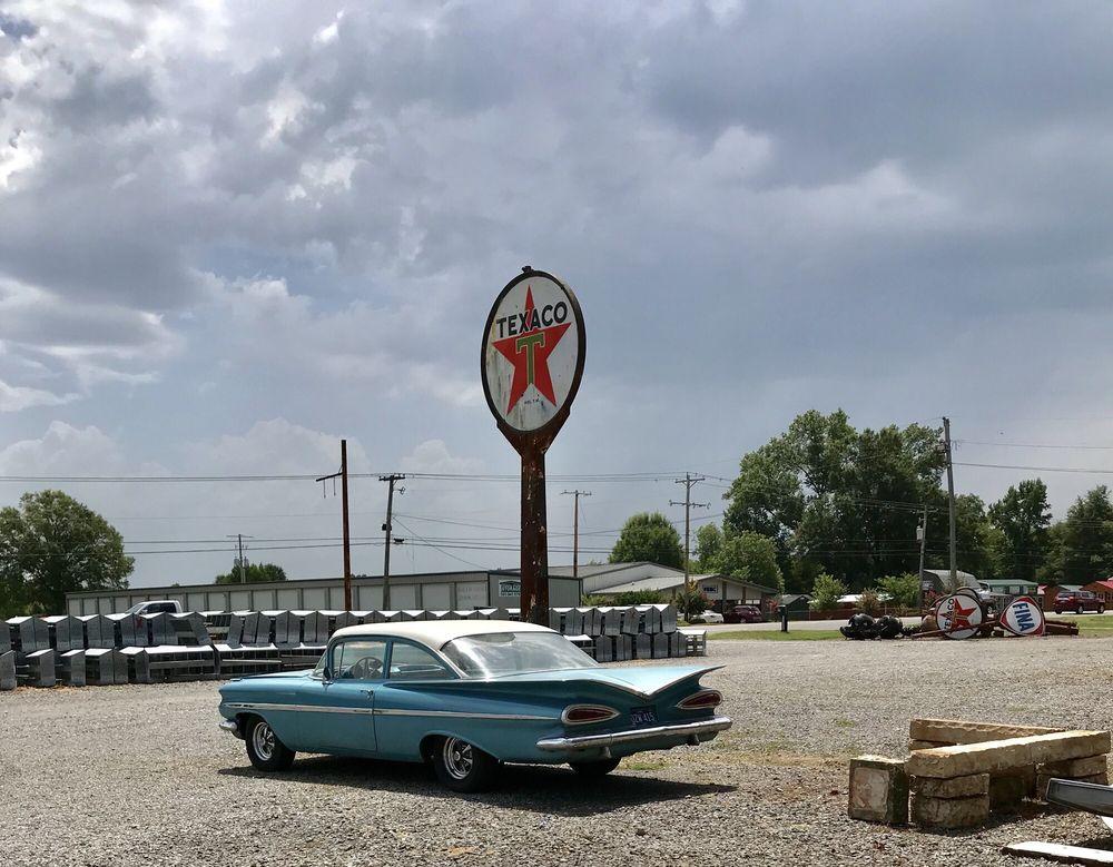 Arkansas Peddlers Antique Mall: 617 US-65, Greenbrier, AR