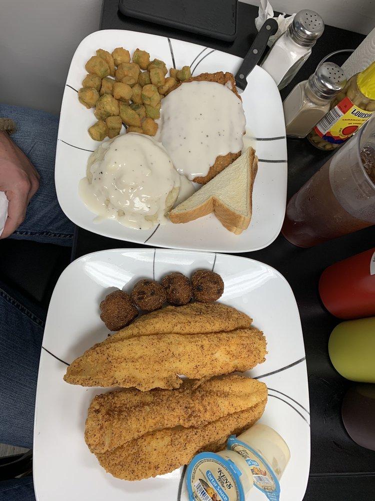 Hometown BBQ & Grill: 33684 Us-280, Childersburg, AL