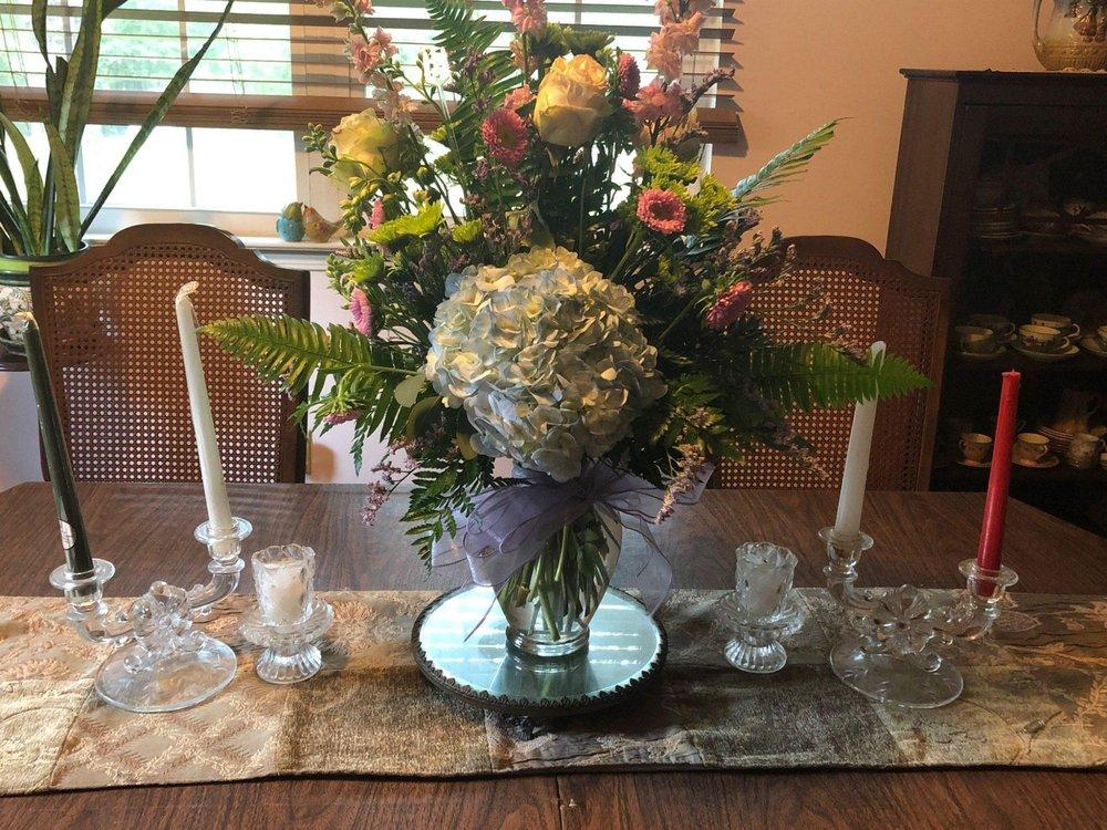 Mcleans Florist & Gifts: 161 State Hwy 83 N, De Funiak Springs, FL