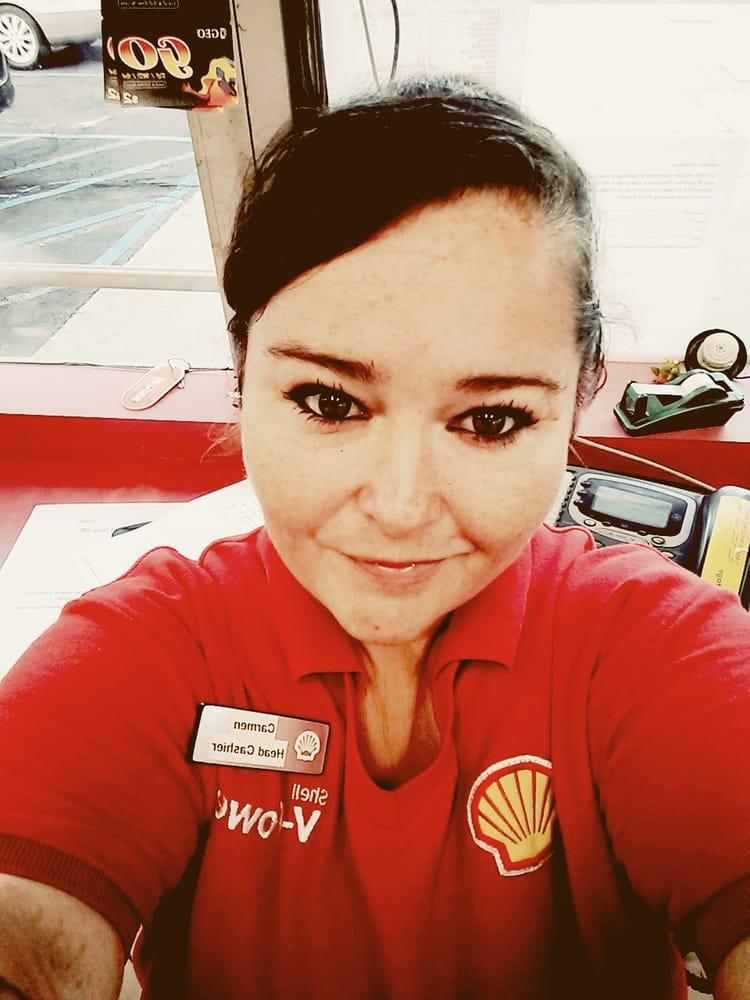 Shell: 602 E Market St, Leesburg, VA