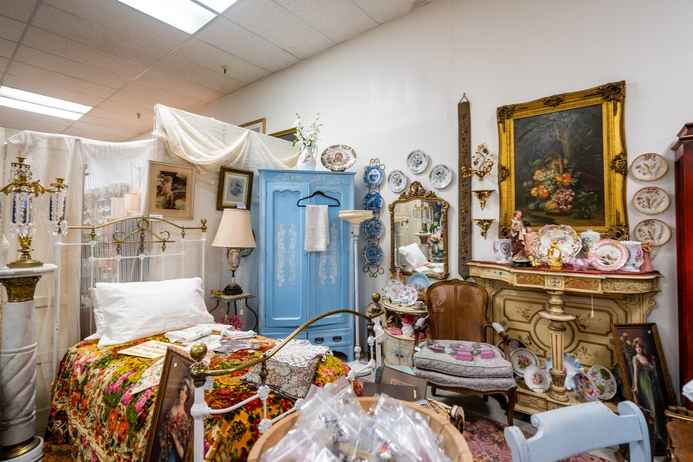 Kingsway Antiques & Collectibles
