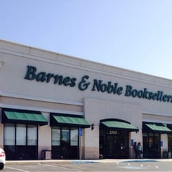 barnes amp noble bookstore 30 reviews bookstores 1260 86432