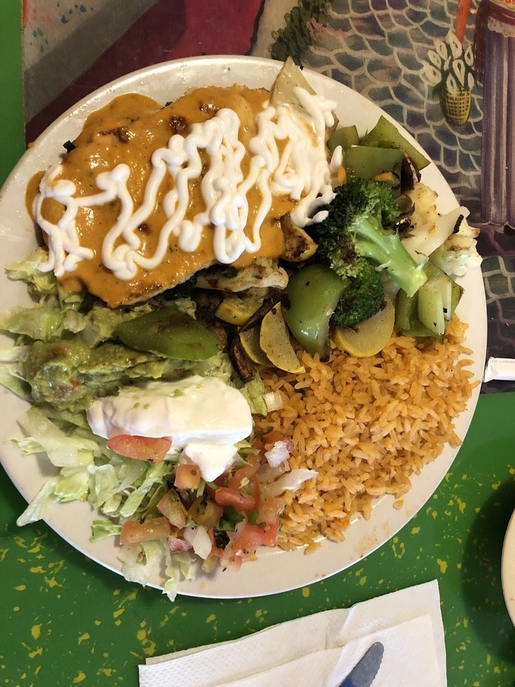 Los Portales Restaurant & Grocery: 503 W Pearce Blvd, Wentzville, MO