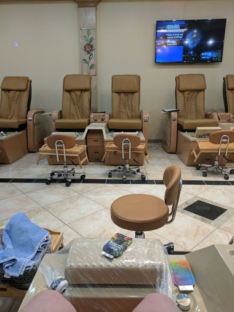 Rio Nail Bar: 1810 SW Plaza Shop Ln, Ankeny, IA