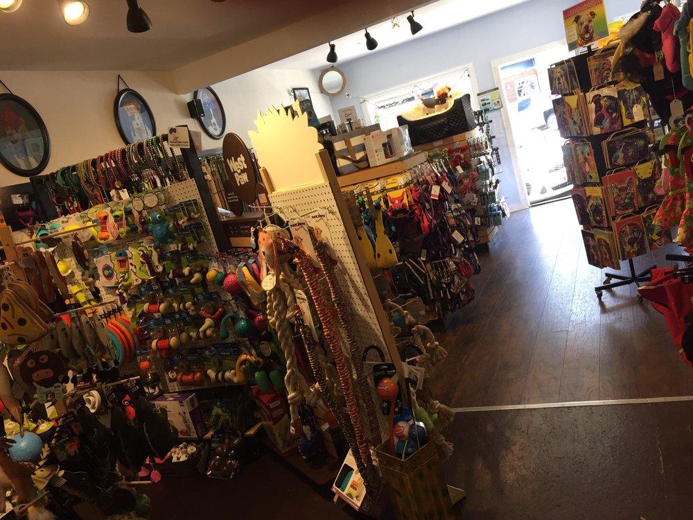 Maddie Mae's Pet Pantry: 614 Main St, Cambria, CA