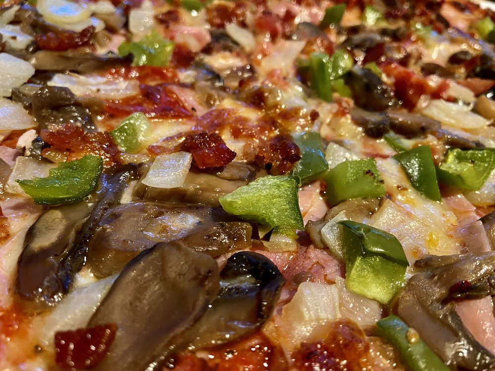 Gino's Pizzeria & Restaurant: 1999 Cass Lake Rd, Keego Harbor, MI
