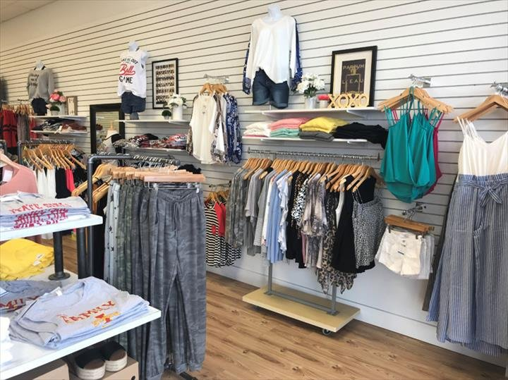 The Style Bar Boutique: 2732 SE Delaware Ave, Ankeny, IA