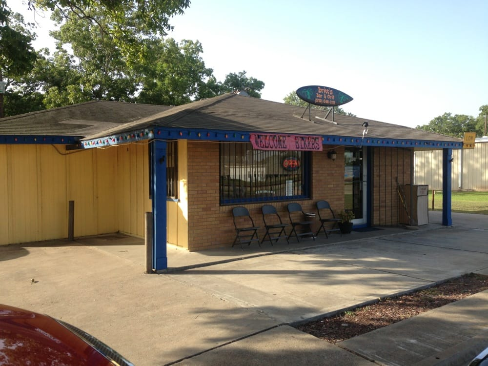 Britt's Bar & Grill: 1008 Orange St, Louise, TX