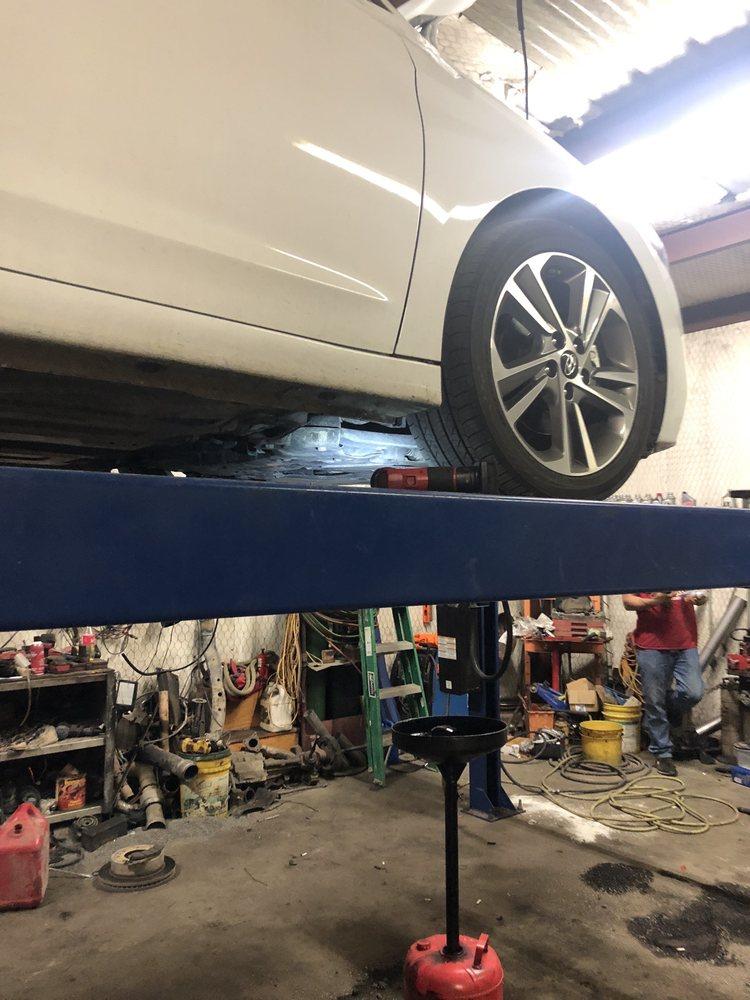 B & W Tire & Towing Inc: 428 Se Dr, Corsicana, TX