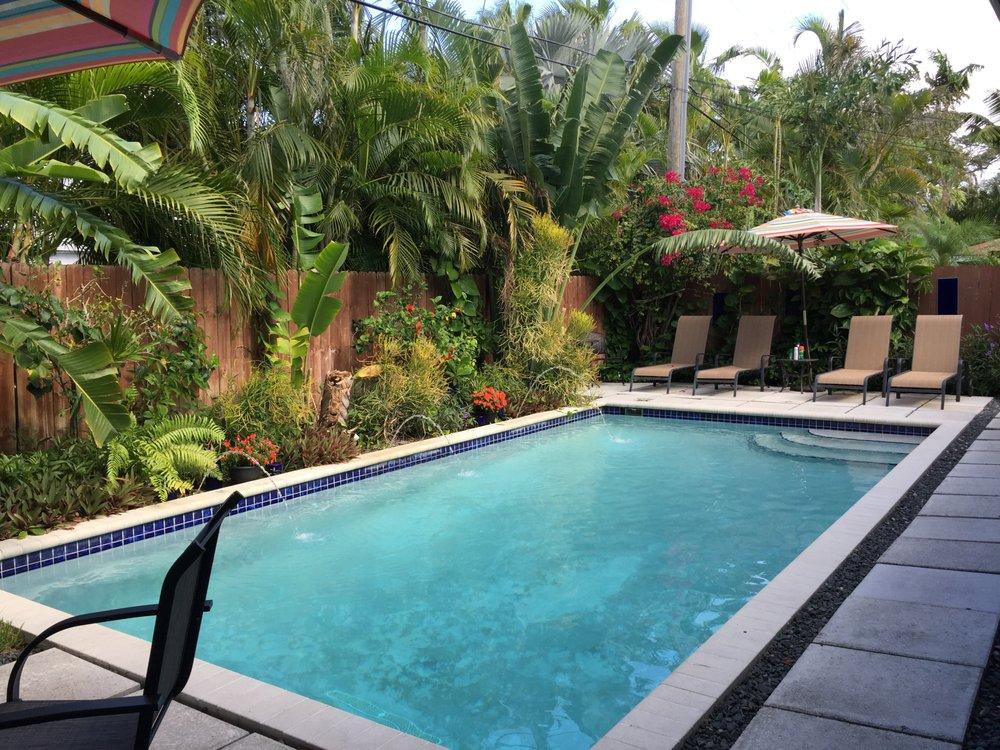 Island Sands Inn: 2409 NE 7th Ave, Wilton Manors, FL