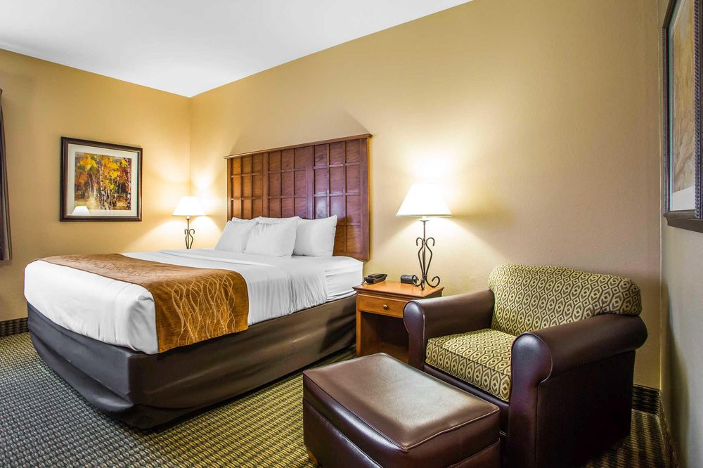 Comfort Inn & Suites Chillicothe: 250 Business 36, Chillicothe, MO