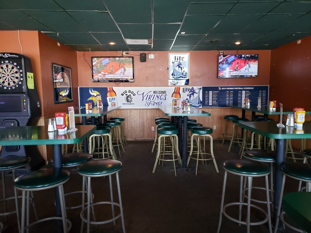 Big Dog Sports Cafe: 1712 Commerce Dr, Mankato, MN