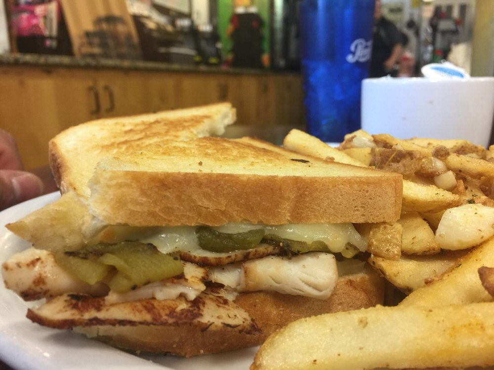 Woody's Cafe Grill & Pub: 3555 N Main St, Kelseyville, CA