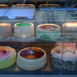 Photo de Le Gâteau doré , Paris, France. Les gâteaux !