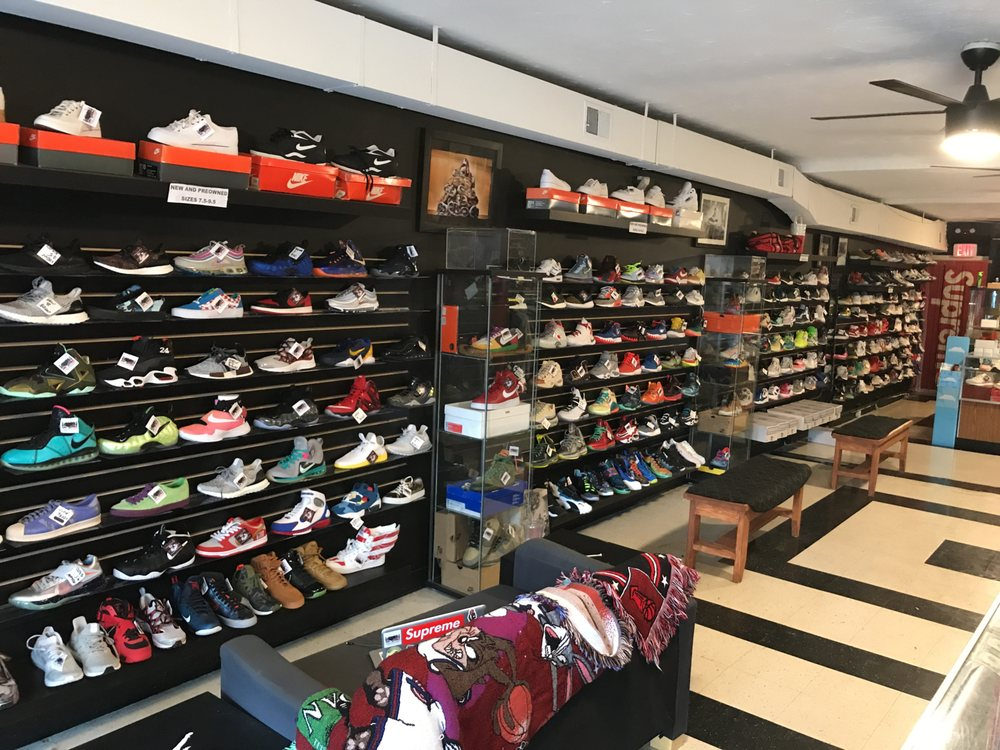 9/10 Condition Sneaker Boutique: 1123 Light St, Baltimore, MD