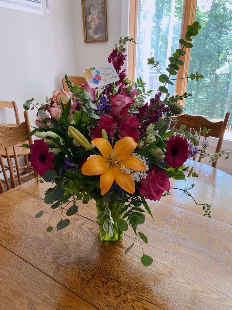 Hawley Flower Shop: 54 Main Ave, Hawley, PA