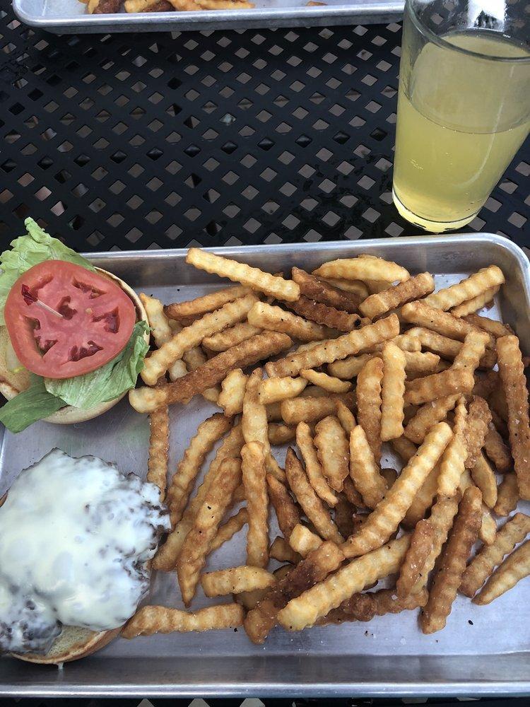 MunCie Restaurant & Bar: 528 N Harding Hwy, Buena, NJ
